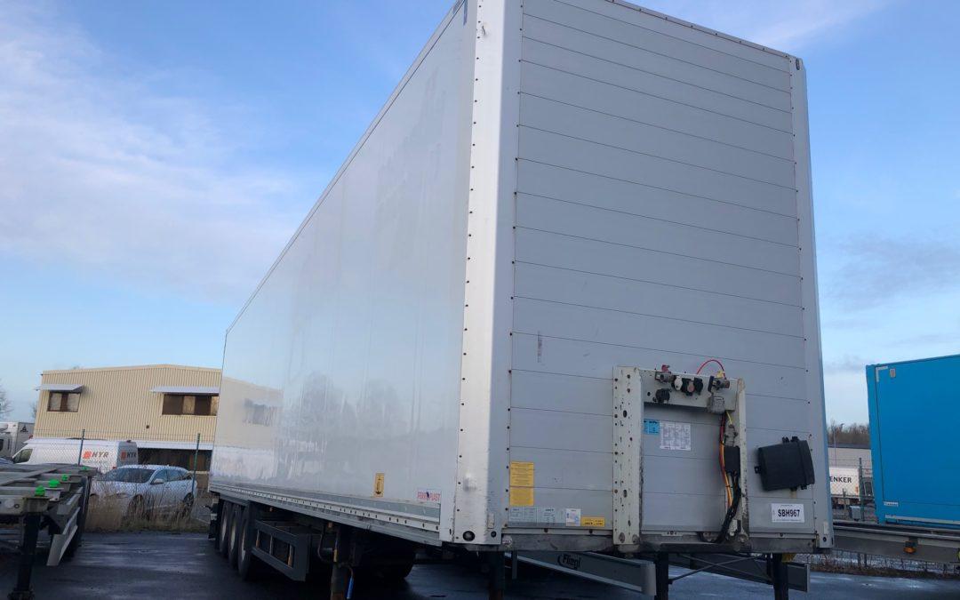 Schmitz 3 axlad trailer med bommar