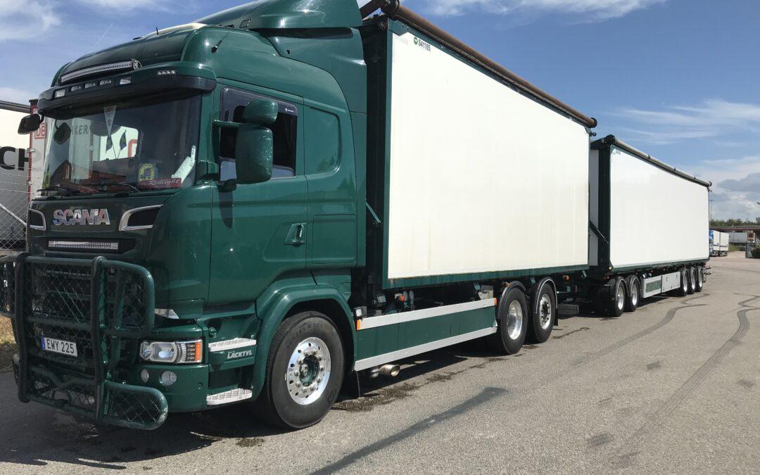 Scania R520LB6x2*4HNB Flisekipage