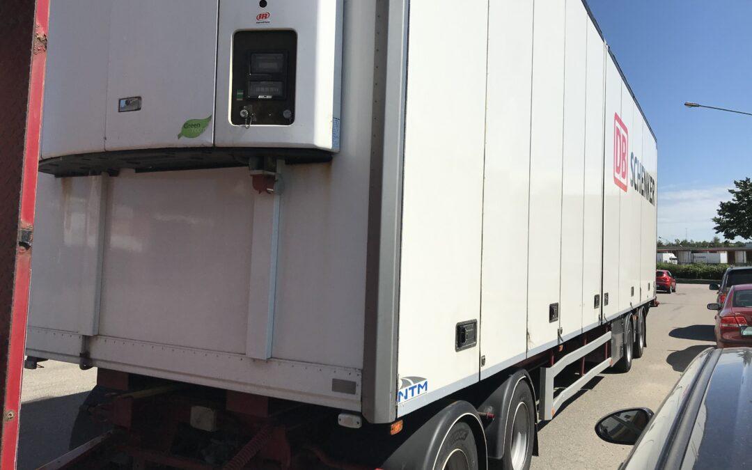 NTM 4 axlad släpvagn med Termo King SL200e