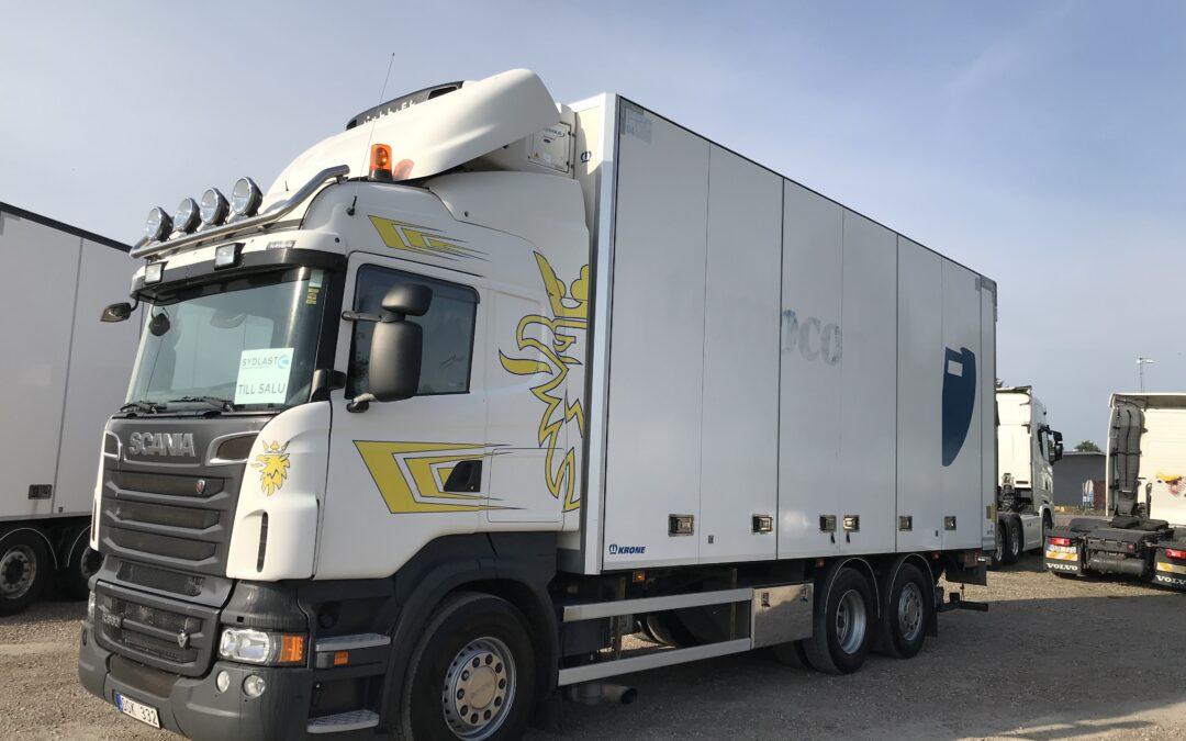 Scania R560LB6x2*4MNB med Krone skåp Carrier aggregat