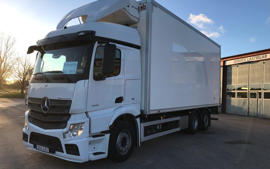 Mercedes-Benz Actros 2545 6×2*4 med PLS skåp & Thermoking Aggregat